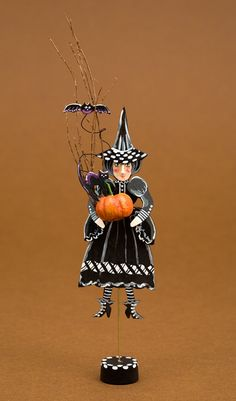 Karen Markland's whimsical vintage and country casual style Halloween creations are sure to delight. An IGMA Fellow and dealer at Good Sam f...