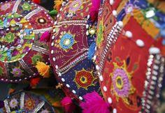 Indische/oosterse stijl kussentjes!! (of kleedjes?), met veel paars en rood :D