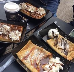 This pancakes for breakfast are awesome 😋❤️ Cute Food, Good Food, Yummy Food, Delicious Desserts, Dessert Recipes, Tumblr Food, Food Goals, Aesthetic Food, Food Cravings