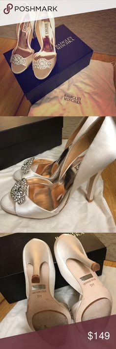 Badgley Mischka Vanilla Gia Pump Size 7 Only worn once gorgeous Badgley Mischka Gia satin pumps size 7. Perfect wedding shoes! Stunning shoes. Badgley Mischka Shoes Heels