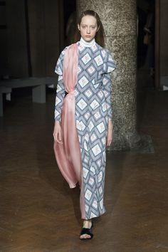 Emilia Wickstead Fall 2017 Ready-to-Wear Fashion Show - Lia Pavlova