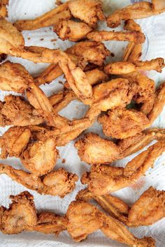 Fried frog legs ♡✿♔Life, likes and style of Creole-Belle♔✿✝♡ Creole Recipes, Cajun Recipes, Fish Recipes, Meat Recipes, Seafood Recipes, Cooking Recipes, Wild Game Recipes, Creole Cooking, Cajun Cooking