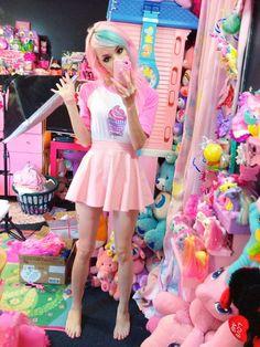 pastel goth fashion + lots of kawaii things