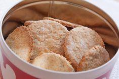 Lindas kokebok: HAVREKJEKS Omelette, Scones, Sandwiches, Berries, Snack Recipes, Chips, Food And Drink, Favorite Recipes, Lunch