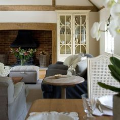 Dining area | Buckinghamshire cottage | House tour | PHOTO GALLERY | Country Homes & Interiors | Housetohome.co.uk
