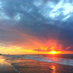 Start your day with a Myrtle Beach, South Carolina sunrise! | Photo via Instagram by @stevelovejr | Click on the pin for hotel deals and info about the Myrtle Beach area