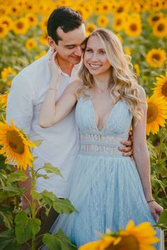 ENSAIOS - Romance + Alegria - Holambra - SP Couple Picture Poses, Couple Shoot, Sunflower Field Pictures, Sunflower Pics, Sunflower Field Photography, Wedding Ideias, Wedding Looks, Pre Wedding, Couple Photography Poses
