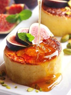 Cheese soufflé with honey and figs Gourmet Appetizers, Finger Food Appetizers, Tapas, Flan, Cocktail Desserts, Antipasto, Panna Cotta, Clean Eating Snacks, Wine Recipes