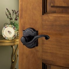 Baldwin once again presents the perfect fusion of quality craftsmanship and superior design with the Madrina style lever. Incorporating elegant curves and sleek edges, this lever touches on both modern and classic sensibilities.