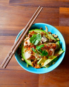 THAI SALAD WITH CHICKEN AND LIME PEANUT DRESSING