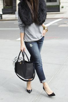 Black fur stole and matching pumps with jeans. Great idea