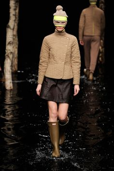 Hunter Original | Fall 2014 Ready-to-Wear Collection | Style.com