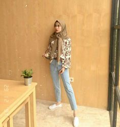 Inspired of - HijabStyle Modern Hijab Fashion, Street Hijab Fashion, Hijab Fashion Inspiration, Muslim Fashion, Ootd Fashion, Modest Fashion, Fashion Outfits, Casual Hijab Outfit, Casual Outfits