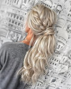Gorgeous ponytail hairstyle ideas that will leave you in fab ponytailhairstyles ponytail hairstyles weddinghair ponytails wedding hairstyles ponytail weddinghairstyles 16 fabelhafte seiten pferdeschwanz frisuren fr 2019 Wedding Hairstyles For Long Hair, Wedding Hair And Makeup, Vintage Hairstyles, Braided Hairstyles, Homecoming Hairstyles, Baddie Hairstyles, Indian Hairstyles, Ponytail Hairstyles For Prom, Ponytail Updo