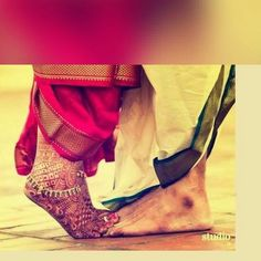 Wedding pictures for the groom thank you cards 47 Ideas for 2019 Indian Wedding Couple Photography, Indian Wedding Photos, Wedding Couple Photos, Couple Photography Poses, Indian Bridal, Wedding Pictures, Photography Gear, Pre Wedding Poses, Wedding Picture Poses
