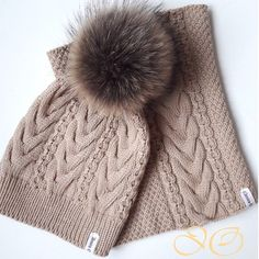 Комплект связан на заказ из 100% мериносовой шерсти Италии. Отправляется в Сочи. #шапказимняя #шапкаспомпоном #шапки #снуд #снудспицами #помпоны #помпоннашапку #вязаниеназаказ #вязаниеспицами #вязание #вяжутнетолькобабушки #knit #crochet #strikki #knitted #knitting #crochetdress #cap #strikking #c #s #wool #merino #pompon #ilovestrikking #knitstagram #iloveknit #ilovecrocet #knitter