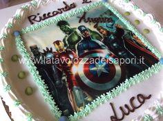 Torta di Panna con Cialda Avengers   http://www.latavolozzadeisapori.it/ricette/torte-di-compleanno/torta-di-panna-con-cialda-avengers/