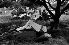 2000-lightyearsfromhome:  Abbas GERMANY. West Berlin. 1988. Turkish immigrant workers enjoying weekend in the Tiergarten.