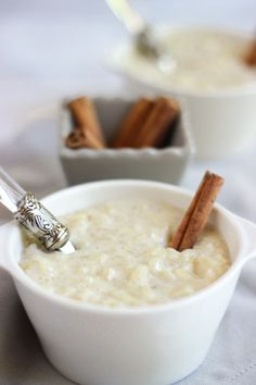 Riz au lait crémeux à la vanille - Amazing Foods Menu Recipes Dessert Sushi, Easy Desserts, Dessert Recipes, Vanilla Rice, Vegetable Drinks, Healthy Eating Tips, Food Menu, Queso, Quelque Chose