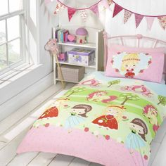 Pretty Princess duvet cover for young girls. Ideal for a princess themed bedroom for toddlers. Girls Pink Bedding, Pink Bedroom For Girls, Pink Bedrooms, Cot Bed Duvet Cover, Cot Bedding, Duvet Covers, Princess Toddler Bed, Toddler Duvet Set, Fairy Bedroom