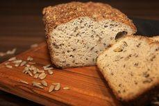 OK-Nizkosacharidovy chleb s olivami a seminky -jen bílky! Ham, Banana Bread, Paleo, Health Fitness, Low Carb, Cooking, Desserts, Recipes, Gluten