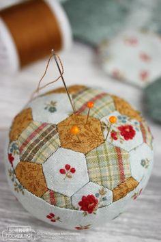 Kadochka / Basket for pins - Evening gatherings