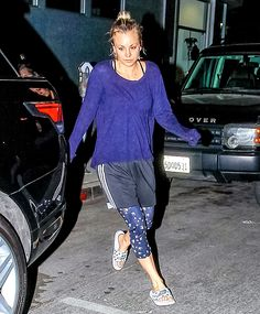 Flawless! The Big Bang Theory star Kaley Cuoco went makeup-free after a workout in Los Angeles on Thursday, Sept. 24.