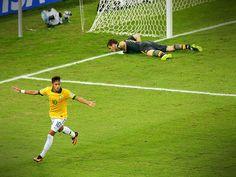 Neymar comemora seu gol na vitória de 3 a 0 sobre a Espanha, no Maracanã. Final da Copa das Confederações 2013.