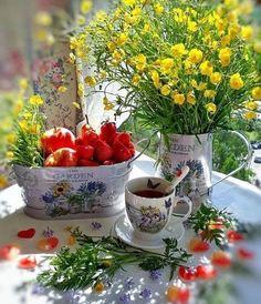 Coffee Love, Coffee Art, Coffee Break, Next Flowers, Amazing Flowers, Good Morning Coffee Gif, Beautiful Flower Arrangements, Good Morning Greetings, Garden Shop