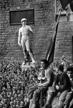 Italy. A Communist meeting in the Piazza della Signoria, Florence, 1948.// David Seymour