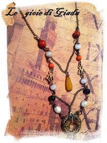 Collana realizzata con perle di pietra di luna, perle di corallo, perle di lava, perle di fiume, in mezzo ho messo una goccia di quarzo cit...