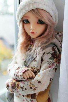 Ball jointed Doll, so adorable, love her outfit and beanie, so pretty Anime Dolls, Ooak Dolls, Blythe Dolls, Barbie Dolls, Pretty Dolls, Beautiful Dolls, Enchanted Doll, Marionette, Cute Baby Dolls
