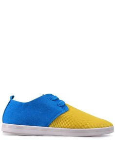 2401 Yellow Two Tone Plimsolls. Sepatu kombinasi warna kuning dan biru dari bahan suede. Model plimsolls, slip on, detail tali depan. Rubber sole. http://www.zocko.com/z/JJEej