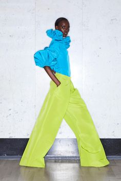Greta Constantine Resort 2020 Fashion Show : Greta Constantine Resort 2020 Collection - Vogue The complete Greta Constantine Resort 2020 fashion show now on Vogue Runway. Fashion Week, Fashion 2020, Look Fashion, Runway Fashion, High Fashion, Fashion Design, Fashion Trends, Vogue Fashion, Style Haute Couture