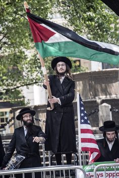 https://flic.kr/p/FjcdyW | PROTESTS459 | Hasidic Jew  carrying the PALESTINIAN flag at Israel parade. A brave soul.