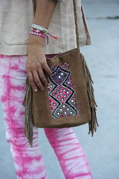 Cute boho cross body from the Ibiza Market. Via Mytenida. And love the pants! Gypsy Style, Boho Gypsy, Hippie Style, Bohemian Style, Boho Chic, Bohemian Bag, Fashion Bags, Boho Fashion, Ethnic Bag