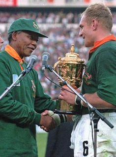 24 June South African rugby captain Francios Pienaar receives the Rugby World Cup from South African President Nelson Mandela Rugby World Cup Trophy, World Rugby, Siya Kolisi, Rugby Cup, Nelson Mandela Day, South African Rugby, Rugby Championship, Paladin, Sports