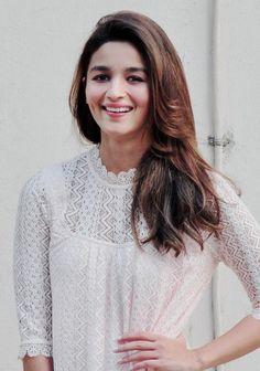 Luv you Alia Bhatt Beautiful Bollywood Actress, Beautiful Indian Actress, Beautiful Actresses, Indian Celebrities, Bollywood Celebrities, Bollywood Stars, Bollywood Fashion, Alia Bhatt Photoshoot, Aalia Bhatt