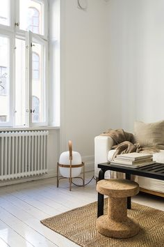 Cork love - neutral colours in the living room - Hege in France living room decoration inspiration - wooden floors - minimalist design Plywood Interior, Home Interior, Interior Styling, Interior Ideas, Interior Design Inspiration, Home Decor Inspiration, Sunday Inspiration, Decoracion Low Cost, Scandinavian Home