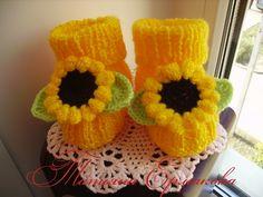 Для девочек | Пинетки Крохе Knitted Booties, Crochet Baby Booties, Crochet Hats, Baby Knitting, Elsa, Slippers, Booty, Zapatos, Knitting Hats