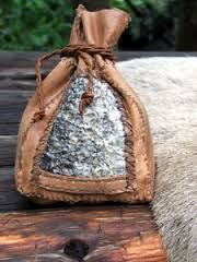 fisklæder - Google-søk Leather Projects, Leather Working, Pouches, Bucket Bag, Diy And Crafts, Backpack, Reusable Tote Bags, Fish, Google