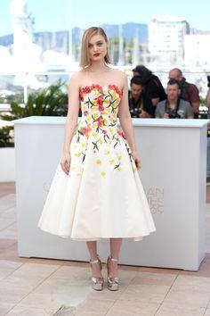 Bella Heathcote chose a floral Giambattista Valli gown for the Neon Demon photo call.