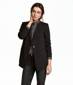 Black. Straight-cut, slightly longer, single-button jacket in textured, woven viscose fabric with slightly wider notched lapels. Decorative chest pocket,