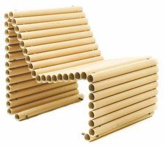 Fotel z rolek papierowych.