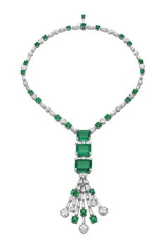 White gold necklace with three emeralds, 12 diamonds and trapeze diamonds
