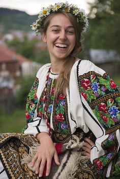 Romania, Sanziene - traditional festival in the fairies' honor (midsummer) Folk Fashion, Ethnic Fashion, Womens Fashion, Beautiful Smile, Beautiful People, Beautiful Women, Folk Costume, Costumes, Romanian Girls