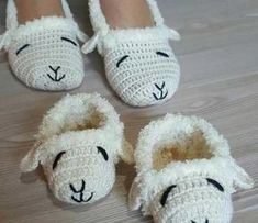 Knitted Mother-Daughter Booties Models - m- / . Baby Knitting Patterns, Baby Clothes Patterns, Hand Knitting, Crochet Patterns, Crochet Shoes, Crochet Baby Booties, Crochet Art, Crochet Slippers, Love Crochet