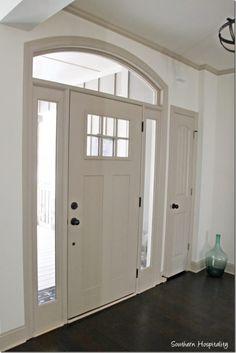 New front door design modern white trim Ideas Main Door Design, Front Door Design, Front Door Colors, Inside Front Doors, Painted Front Doors, Cottage Front Doors, Dark Interiors, House Interiors, Lake Cottage