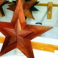 How to Make a 24 Inch Wooden Star With a 17 Steps (with Pictures) Woodworking Basics, Cool Woodworking Projects, Custom Woodworking, Woodworking Furniture, Woodworking Plans, Reclaimed Wood Projects, Small Wood Projects, Diy Projects, Salvaged Wood