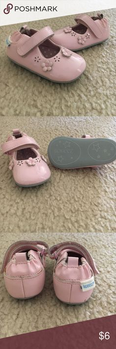 Robeez pink baby girl shoes Super cute worn a few times . Robeez Shoes